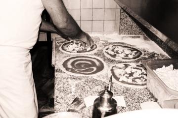 pizzeria-maesta-verona-preparazione-pizze
