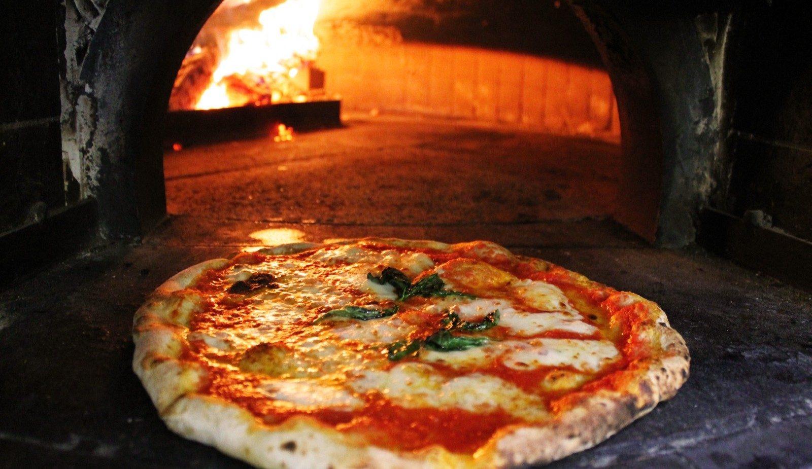 Pizza Margherita - Pizzeria Maestà Verona